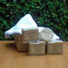 Naturais e Veganos Born Saboaria (2 Xampu + 1 Condicionador + 1 Sabonete para peles e cabelos secos) + 1 Toalha para Cabelo
