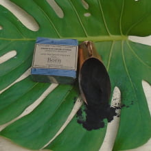 Sabonete Natural e Vegano - Carvão Ativado - Detox - Born Saboaria